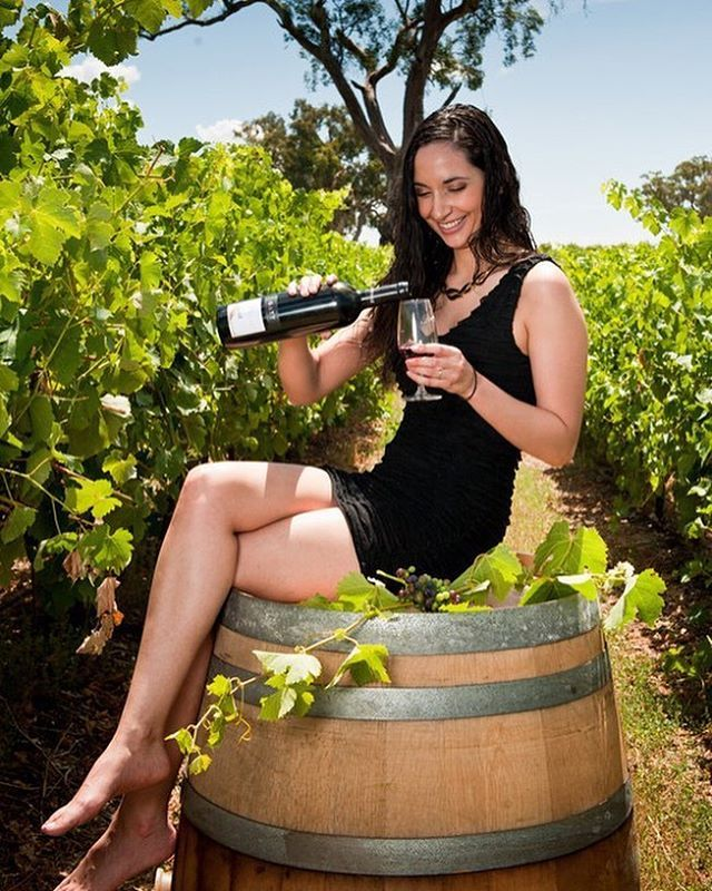 Girl pouring wind in vineyard - example of lifestyle photographs